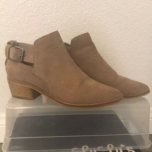 Dolce Vita Kara Bootie in Taupe Size 6